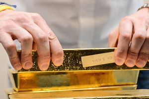 Giá vàng không ngừng tăng mạnh lên sát mốc 1.300USD/ounce