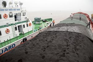 Cảnh sát biển tạm giữ gần 3.500 tấn than có biểu hiện nghi vấn