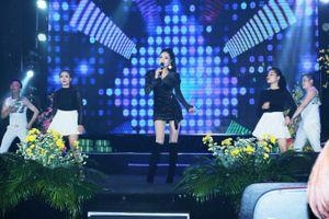 Lần đầu cầm mic, Hoa hậu Dy Khả Hân khoe giọng hát làm 'lay động lòng người'