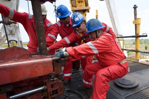 Giá dầu tăng phiên thứ hai liên tiếp nhờ tín hiệu Saudi Arabia giảm sản lượng