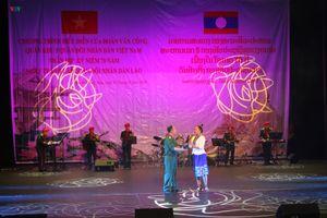 Biểu diễn nghệ thuật mừng 70 năm ngày thành lập Quân đội Nhân dân Lào