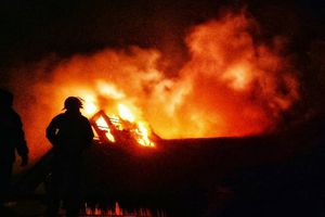 Khu nghỉ dưỡng hạng sang Maldives bất ngờ bốc cháy trong đêm