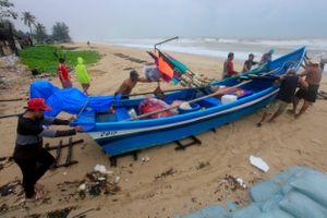 Bão Pabuk đổ bộ vào Thái Lan: Du khách tìm cách tháo chạy