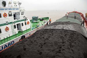 Bắt giữ 2 tàu chở gần 4.200 tấn than chưa rõ nguồn gốc