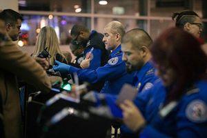 Bị yêu cầu làm việc không lương, hàng trăm nhân viên an ninh sân bay Mỹ đồng loạt cáo ốm