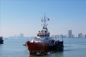 Tàu cá Bạc Liêu và 8 thuyền viên gặp nạn được đưa vào bờ an toàn