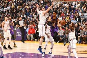 Tự bắn vào chân mình, LA Lakers gục ngã trên sân nhà trước New York Knicks
