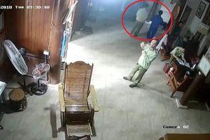 Nghệ An: Tạm đình chỉ công tác 4 cán bộ QLTT nghi 'tống tiền' thầy lang
