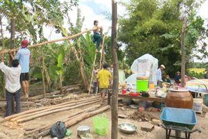 Lốc xoáy làm sập và tốc mái 80 căn nhà ở Sóc Trăng