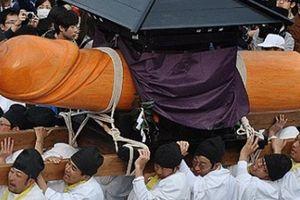 Du khách ngượng chín mặt tại những lễ hội truyền thống chỉ có ở Nhật Bản