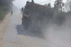Xe tải 'cày xới' tỉnh lộ 316