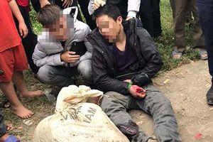 2 thanh niên trộm chó bị người dân truy đuổi, ngã xe máy tóe máu