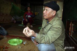 Chuyện về mảnh đạn pháo theo người cựu binh chống Pol Pot suốt 40 năm