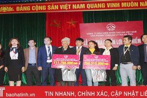 AIA Hà Tĩnh chi trả quyền lợi cho khách hàng gặp rủi ro tại Can Lộc