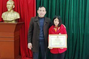 Nữ sinh lớp 8 nhặt được 30 triệu đồng tìm trả lại người đánh rơi