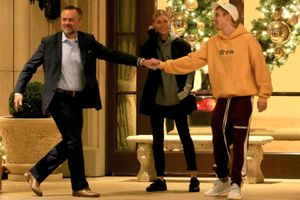 Hành động từ Justin Biber khiến Hailey Baldwin bất ngờ: 'Kịch bản cũ' từng làm với Selena Gomez