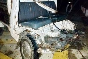 Tài xế xe tải may mắn thoát chết sau khi bị tàu lửa tông