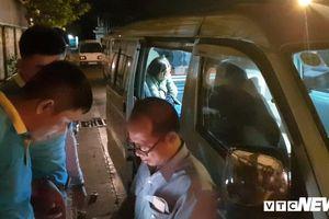 Người nhà gào thét gọi tên, đón hướng dẫn viên tử nạn trong vụ nổ bom ở Ai Cập trở về