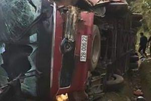 Vụ lật xe khách ở Sa Pa khiến nhiều người thương vong: Chưa rõ lái xe đi đâu