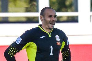 Tình huống phản lưới ngớ ngẩn của thủ môn Kyrgyzstan