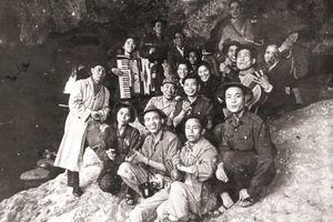 Nhạc sĩ Xuân Hồng - từ cây đờn bầu của cha đến Cây đàn guitar của Đại đội 3