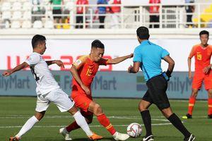 Asian Cup 2019: Thủ môn Kyrgyzstan 'giúp' Trung Quốc có 3 điểm