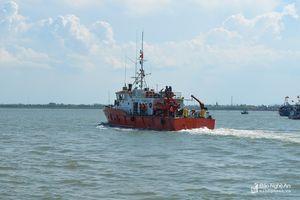 Tàu cá chết máy, 7 ngư dân bị nạn trên biển
