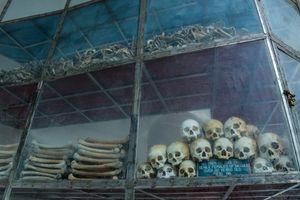 Lặng im trước chứng tích tội ác của Pol Pot tại Nhà mồ Ba Chúc