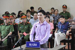 Bác sĩ Hoàng Công Lương phải nhập viện trước ngày ra tòa
