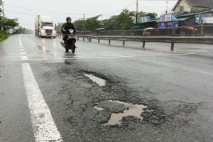 Thừa Thiên Huế: Nhiều 'ổ gà', 'ổ voi' xuất hiện trên quốc lộ nghìn tỷ