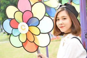 Nữ nhân viên Marketing xinh đẹp, hát hay gây sốt mạng xã hội