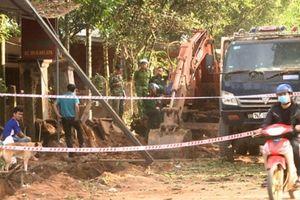 Quảng Ngãi: Xe xúc đào trúng mìn phát nổ, một người dân bị thương