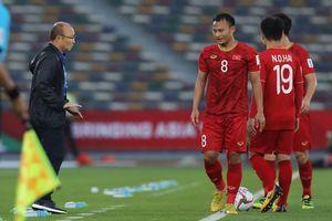 Trọng Hoàng nhận thẻ vàng nhanh nhất Asian Cup 2019