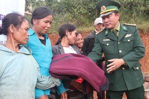 Quỹ TLV Lao Động trao hàng trăm áo ấm cho người lao động nghèo