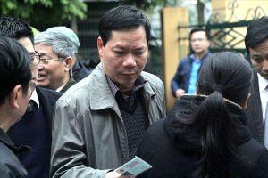 Các bị cáo đều có mặt tại tòa, trừ bác sĩ Hoàng Công Lương