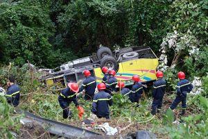 Xe chở 21 sinh viên đang đổ dốc, mất phanh lao xuống vực ở đèo Hải Vân