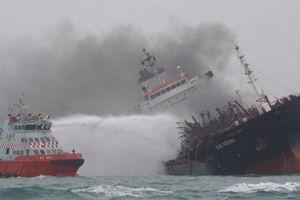 Tàu chở dầu treo cờ Việt Nam bốc cháy, 1 người chết