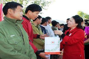 Tặng 1,5 triệu suất quà Tết cho người nghèo, nạn nhân chất độc da cam