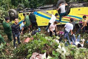 Nỗ lực cứu chữa các nạn nhân trong vụ lật xe trên đèo Hải Vân