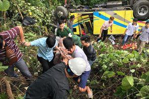 Xe khách rơi xuống vực đèo Hải Vân, 1 người chết, 21 người bị thương