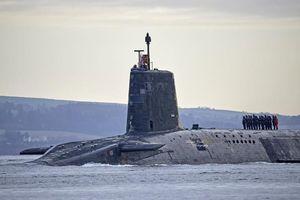 Tàu ngầm Anh chắp vá trở về nhà sau ba tháng lênh đênh trên biển