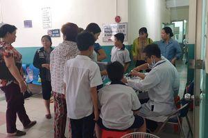 Cô giáo đãi trà sữa, 15 học sinh nhập viện cấp cứu