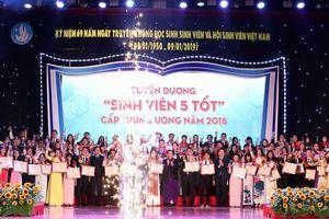 Tuyên dương sinh viên 5 tốt và trao giải thưởng Sao Tháng Giêng năm 2018