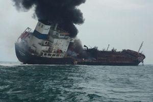 Tàu dầu mang cờ Việt Nam bốc cháy trên biển Hồng Kông