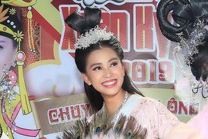 Hoa hậu Trần Tiểu Vy hóa tiên nữ trong 'Táo xuân Kỷ Hợi 2019'