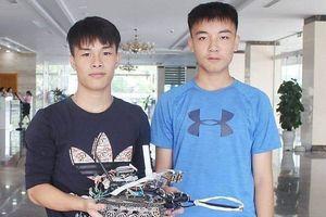 Hai học sinh Quảng Ninh chế tạo thành công robot dò mìn