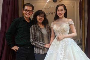 Nhan sắc nóng bỏng của vợ sắp cưới kém NSND Trung Hiếu 19 tuổi