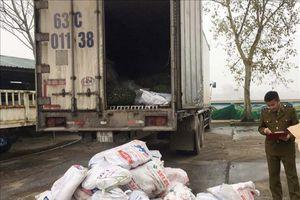 Thanh Hóa: Bắt giữ xe ô tô tải chở hơn 1 tấn chân trâu, bò đang bốc mùi
