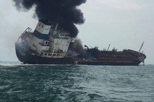 Tàu chở dầu treo cờ Việt Nam bốc cháy ngoài khơi đặc khu Hong Kong