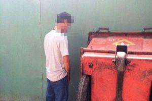 TPHCM: Đi vệ sinh không đúng chỗ, người đàn ông bị đâm chết